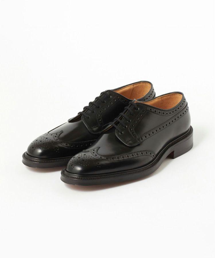 【CHURCH'S グラフトンの画像コメント1】本格革靴らしいシャープなシルエットに、カジュアルなブローグ(穴装飾)を加えた王道モデルですね。ビジネススタイルでも休日スタイルでも相性◎なはず。